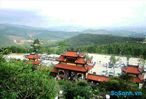 Khung cảnh chùa Bà Vàng nhìn từ trên cao