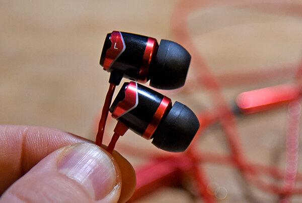 Tai nghe SoundMagic E10s: thiết kế đẹp, âm thanh chất