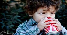 Tại sao không nên cho trẻ em uống nước ngọt có gas