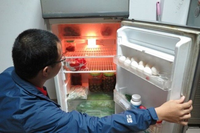 Tại sao ngăn dưới tủ lạnh không làm mát được?