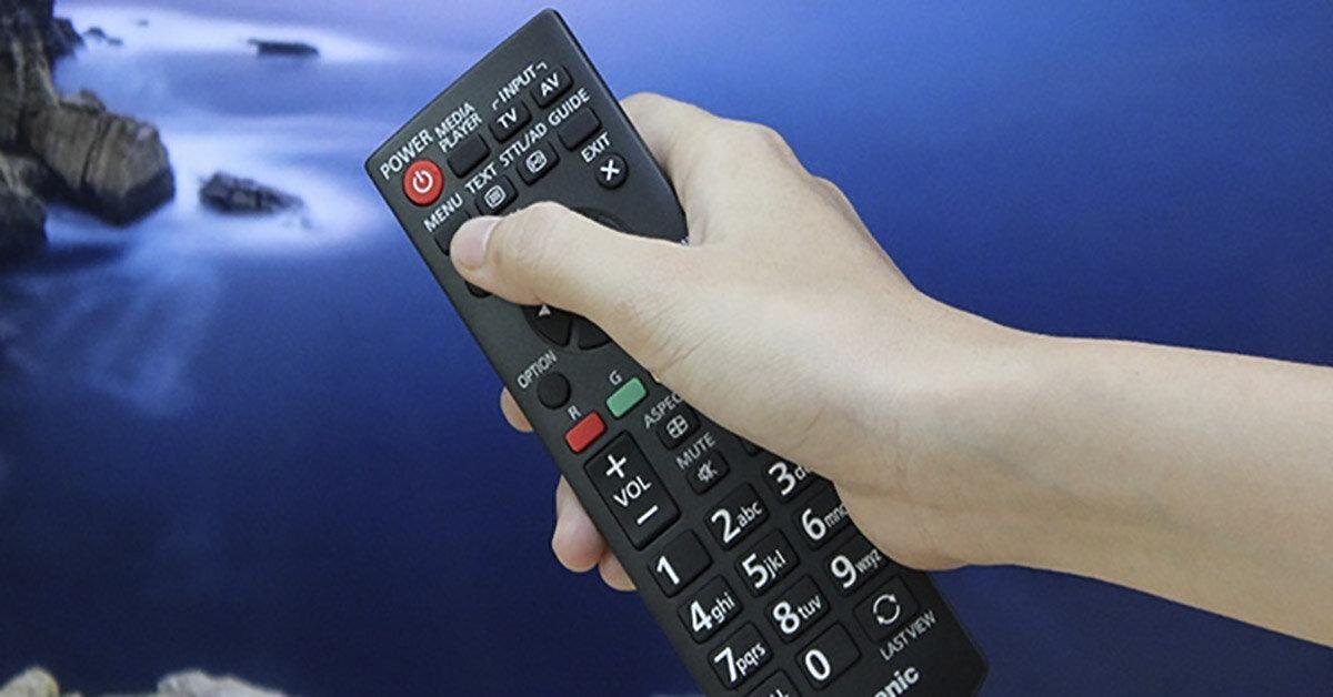 """Tắt tivi không đúng cách gây """"hao tổn"""" điện năng, giảm tuổi thọ hầu như ai cũng mắc phải"""