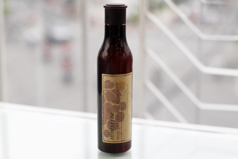 Tẩy tế bào chết Wine Peeling Jelly Innisfree có tốt không?