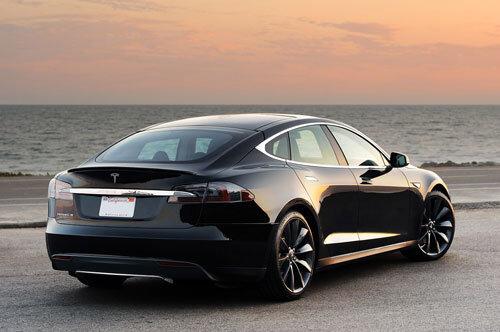 Tesla không tin tưởng hệ thống GPS sẵn có để áp dụng cho xe hơi tự lái
