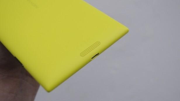 Loa được thiết kế mặt sau của chiếc điện thoại Nokia Lumia 1520.