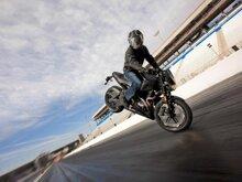 Thay đổi thói quen đi xe máy để tiết kiệm tiền đổ xăng