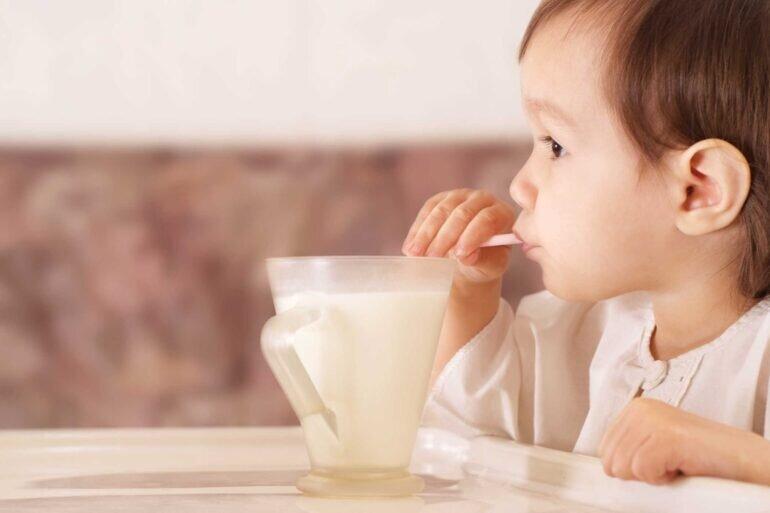 Sữa bột cho trẻ sơ sinh