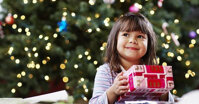 Thường thì trong dịp Noel mình nên tặng cho con quà gì nhỉ ?