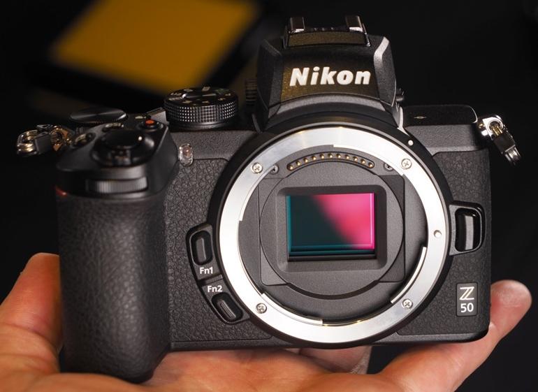 mặt trước máy ảnh Nikon Z50