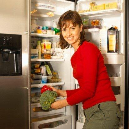 Tổng hợp các mẹo làm mất mùi tủ lạnh hiệu quả