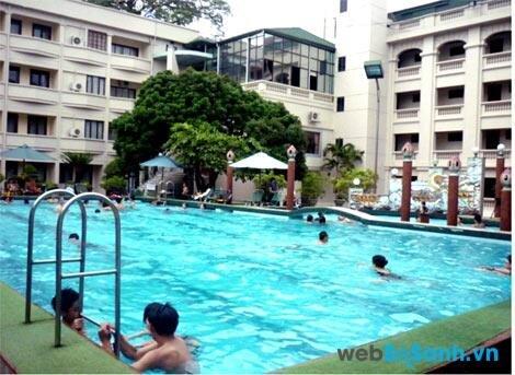 Tổng hợp giá vé bể bơi tại các quận: Ba Đình, Tây Hồ, Long Biên