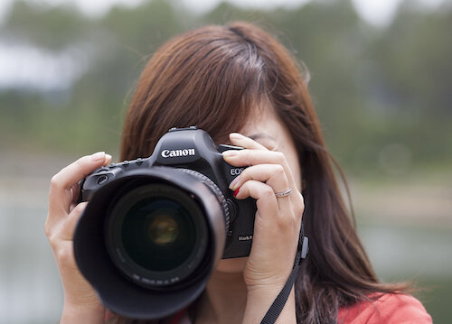 Top 10 máy ảnh DSLR quay phim tốt nhất chất lượng 4K giá từ 20 triệu