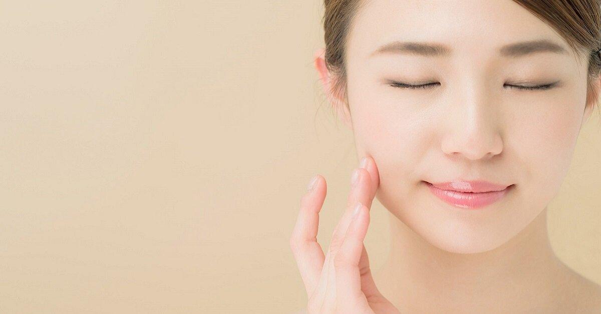 Top 5 sữa rửa mặt phù hợp nhất cho làn da mụn được bác sĩ da liễu khuyên dùng