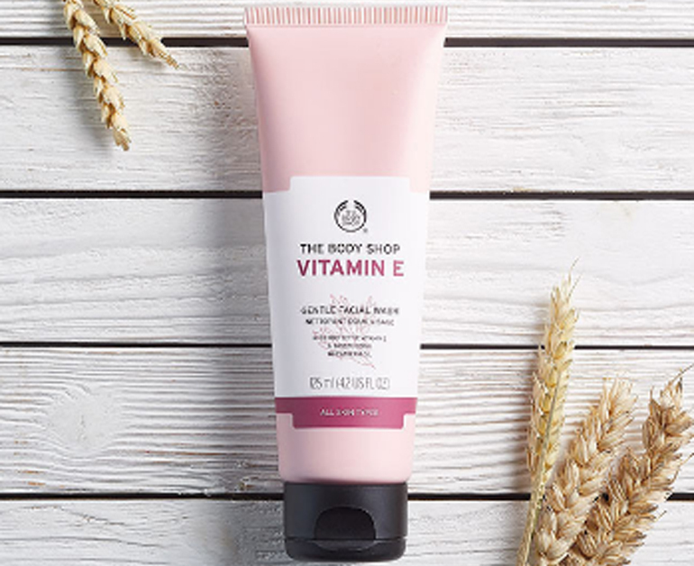 sữa rửa mặt the body shop vitamin E gentle facial wash