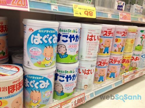 Các loại sữa bột tăng cân cũng là lựa chọn giúp bé đạt được cân nặng chuẩn