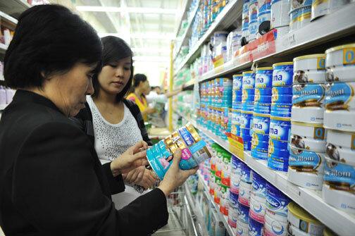 """Tránh """"tiền mất tật mang"""" với vài cách nhận biết sữa bột thật giả đơn giản nhất"""