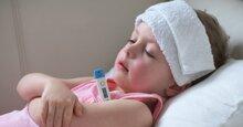 Trẻ nhỏ bị sốt có nên nằm điều hòa không?