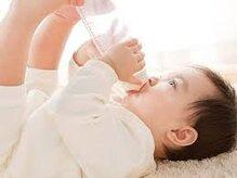 Trẻ sơ sinh có cần uống thêm nước?