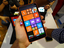 Trên tay Lumia 1320: Đẹp Mượt Nặng To