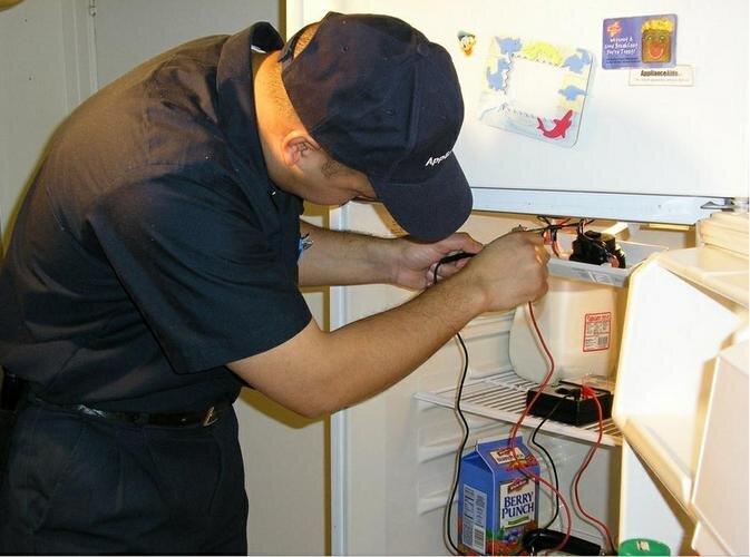 Tủ lạnh Electrolux bị chảy nước do đâu và cách xử lý như thế nào?