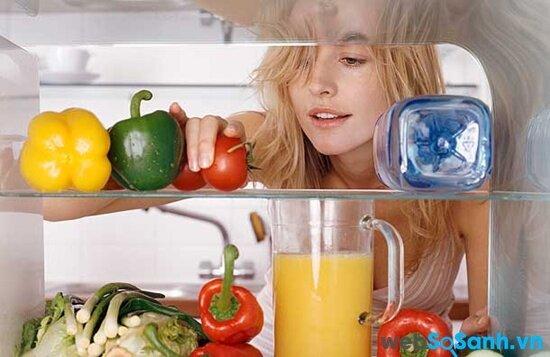 Tủ lạnh Electrolux EBE3500SA tiện lợi với ngăn đông dưới