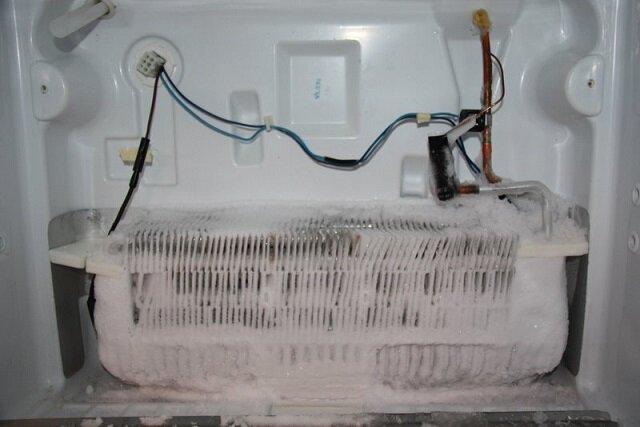 Tủ lạnh HItachi bị đóng tuyết ngăn đá – nguyên nhân và cách xử lý