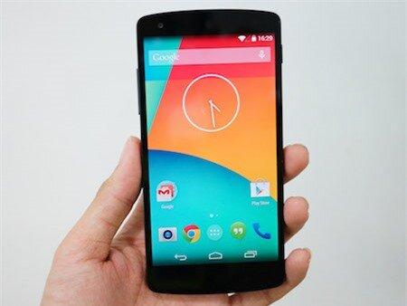 Giao diện màn hình chính của Nexus 5 chạy trên hệ điều hành Android 4.4.