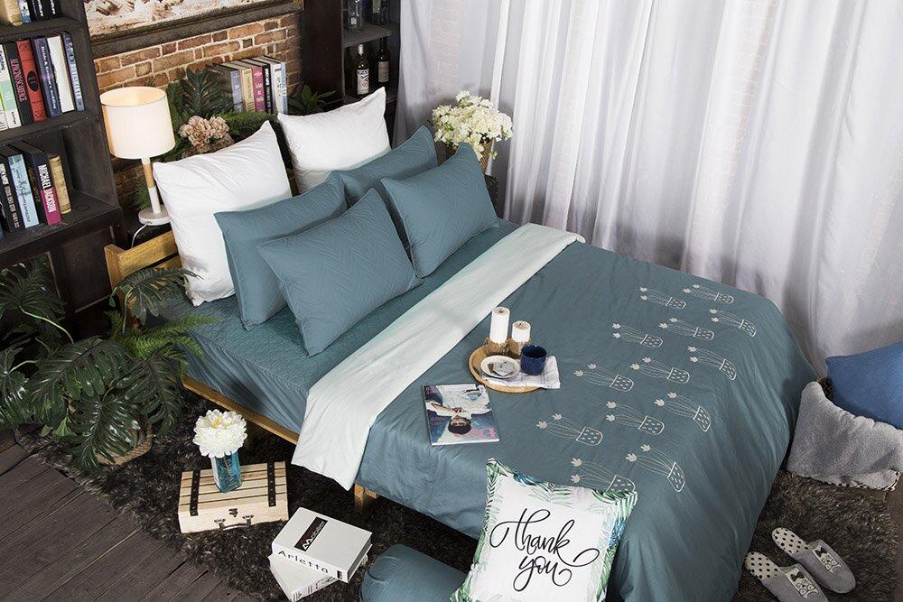 Với mức giá là 1.800.000 vnđ bạn sẽ có ngày một bộ trải giường có tông màu xanh đẹp mắt cho căn phòng của mình