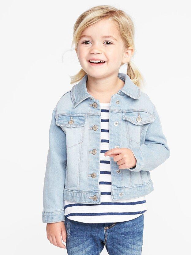 Năng động và khỏe khoắn từ mẫu áo khoác jean chưa bao giờ lỗi mốt