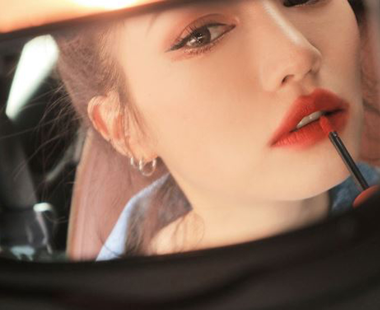 Review son 3CESoft Lip Lacquer về xuất xứ, thiết kế, chất son