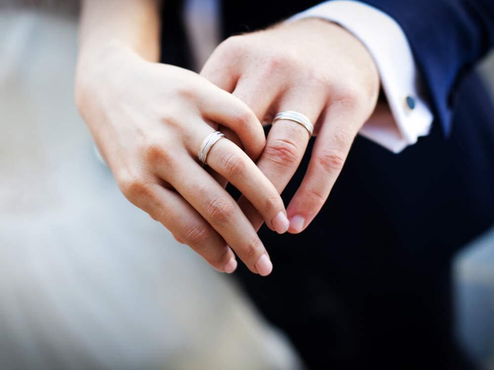 Chiếc nhẫn cưới thiêng liêng là biểu tượng của hạnh phúc viên mãn