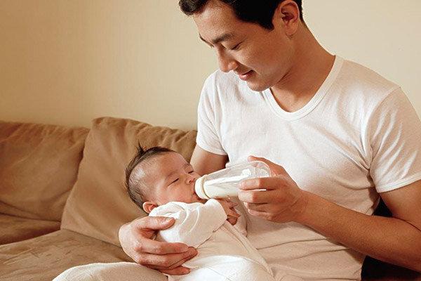 Vì sao nên chọn sữa bột Enfamil Newborn Formula cho bé sơ sinh từ 0 đến 3 tháng tuổi?