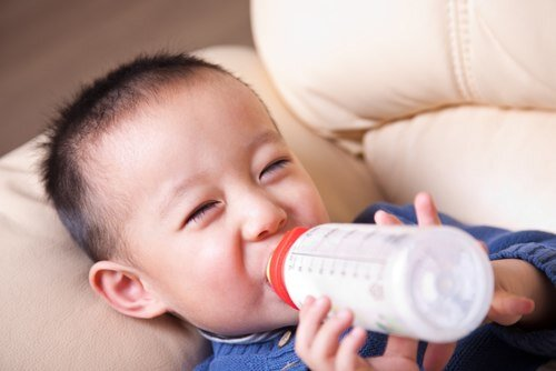 Vì sao nên chọn sữa bột Vinamilk Optimum Gold cho bé biếng ăn, nhẹ cân?