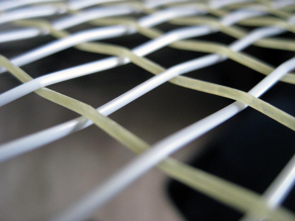 Vợt tennis được làm từ chất liệu gì?