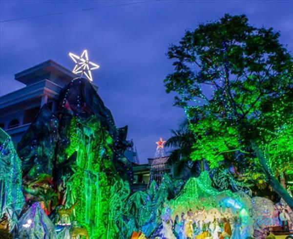 Để được đón không khí Giáng Sinh đúng nghĩa và có những bức ảnh Noel chất ngất, xóm đạo quận 8 chắc chắn sẽ là một địa điểm tuyệt vời cho bất cứ ai.