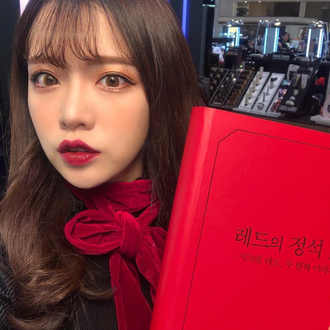 Bộ sưu tập son đỏ này dành riêng cho thị trường Hàn nên nếu thích bạn phải mua qua các shop xách tay Hàn nhé!