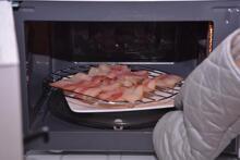 Lò vi sóng có nướng thịt được không?