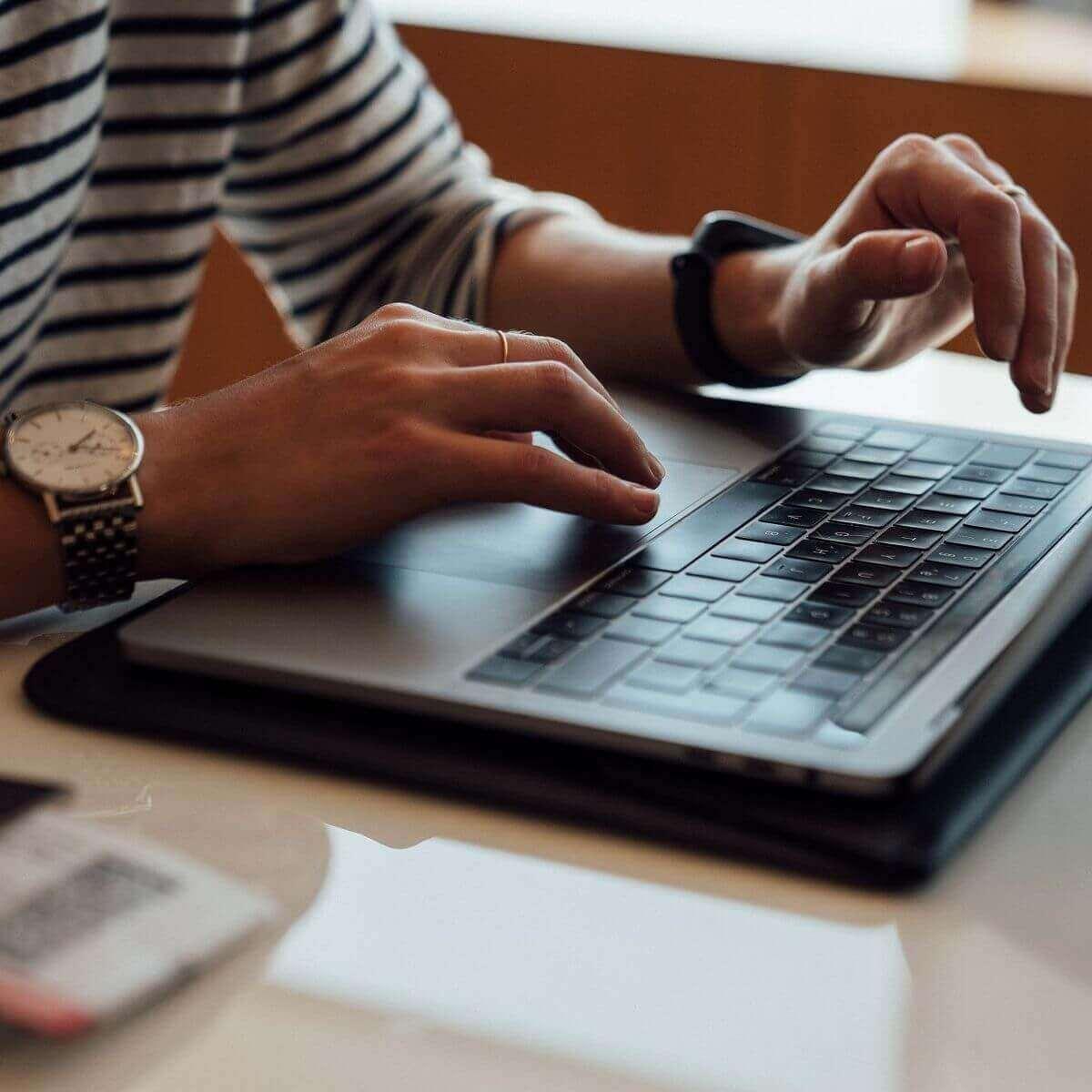 Cách tắt laptop đúng cách bằng bàn phím