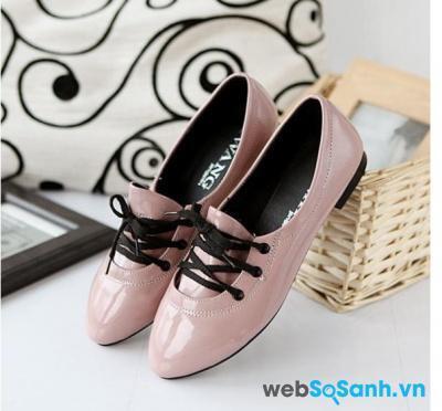 Giày da bóng không chỉ có màu đen mà còn rất nhiều màu sắc cho bạn lựa chọn