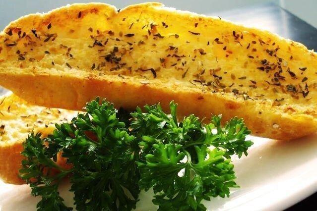 Bánh mì nướng bơ tỏi bổ dưỡng