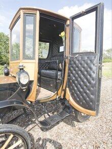 Xe điện 110 năm tuổi được bán với giá 95.000 USD