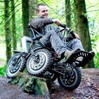 Xe lăn 4 bánh giúp người khuyết tật thỏa mãn niềm đam mê offroad