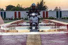 Xe máy điện VinFast đi được bao nhiêu km với vận tốc 30 km/h