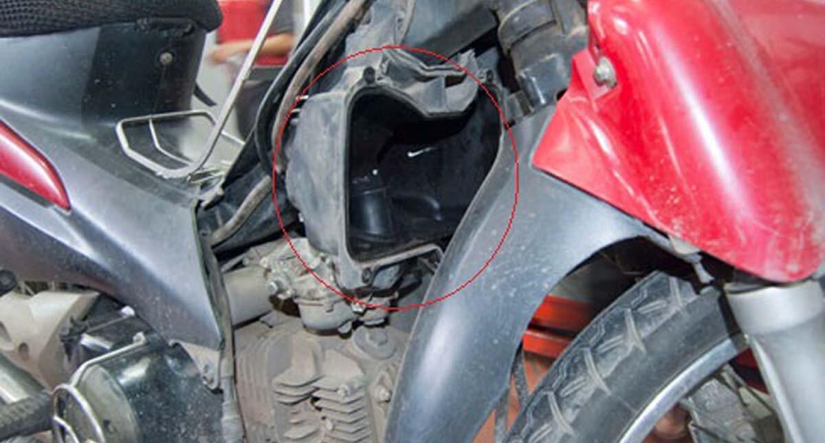 Xe máy tốn xăng có thể là do lọc gió xe máy bị bẩn