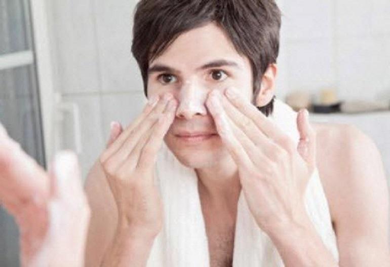 Hướng dẫn các bạn nam sử dụng sữa rửa mặt trị mụn cho nam