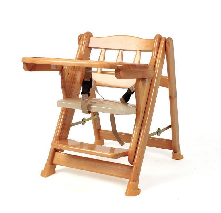 Nên chọn ghế ăn dặm bằng gỗ hay bằng nhựa cho bé ?