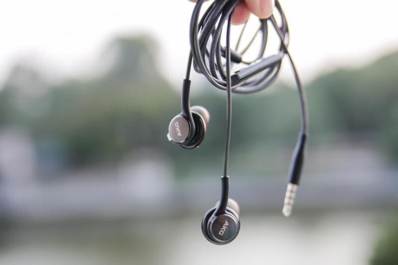Mẫu tai nghe Earbud