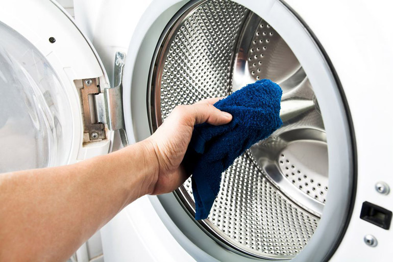 Vệ sinh cửa máy giặt ngang