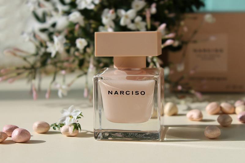 Nước hoa Narciso Poudree for women với vẻ ngoài cực nữ tính và nhẹ nhàng