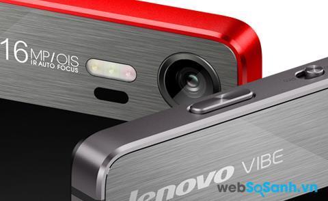 Bên cạnh phím chụp ảnh, Lenovo có trang bị thêm cho Vibe Shot công tắc gạt Smart/Pro