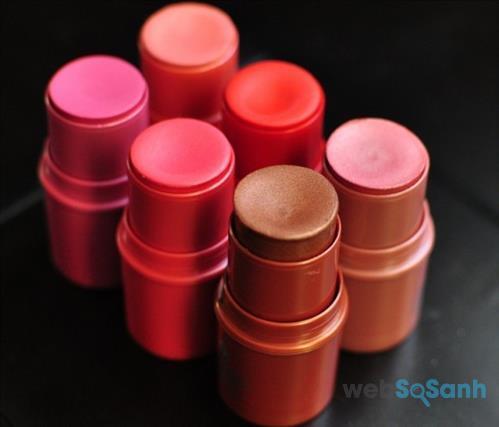 Phấn má dạng kem có thể thay thế son môi trong những lúc bạn cần một màu son mới và ngược lại